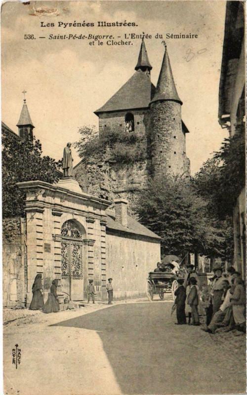 Carte postale ancienne Saint-Pé-de-Bigorre - L'Entrée du Séminaire et le Clocher à Saint-Pé-de-Bigorre
