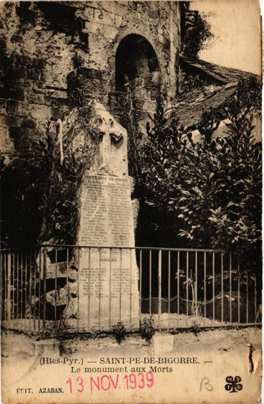 Carte postale ancienne Saint-Pe-de-Bigorre Le Monument aux Morts à Saint-Pé-de-Bigorre