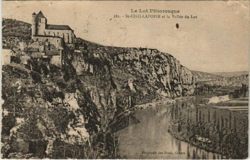 Carte postale ancienne Le Lot Pittoresque - Saint-Cirq-Lapopie et le Vallee du Lot à Saint-Cirq-Lapopie