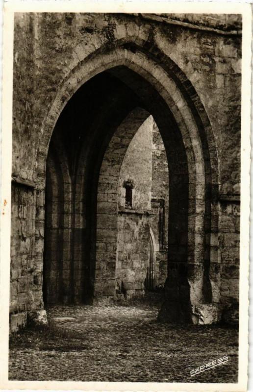 Carte postale ancienne Martel - Eglise Saint-Maur - Le Porche à Martel