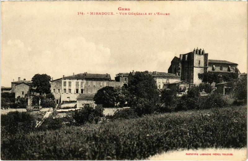Carte postale ancienne Gers - Miradoux - Vue générale et l'Eglise à Miradoux