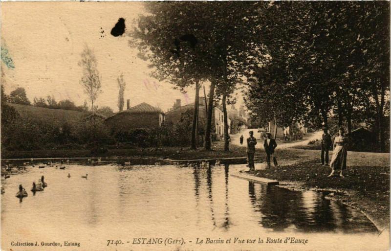Carte postale ancienne Estang - Le Bassin et Vue sur la Route d'Eauze à Estang
