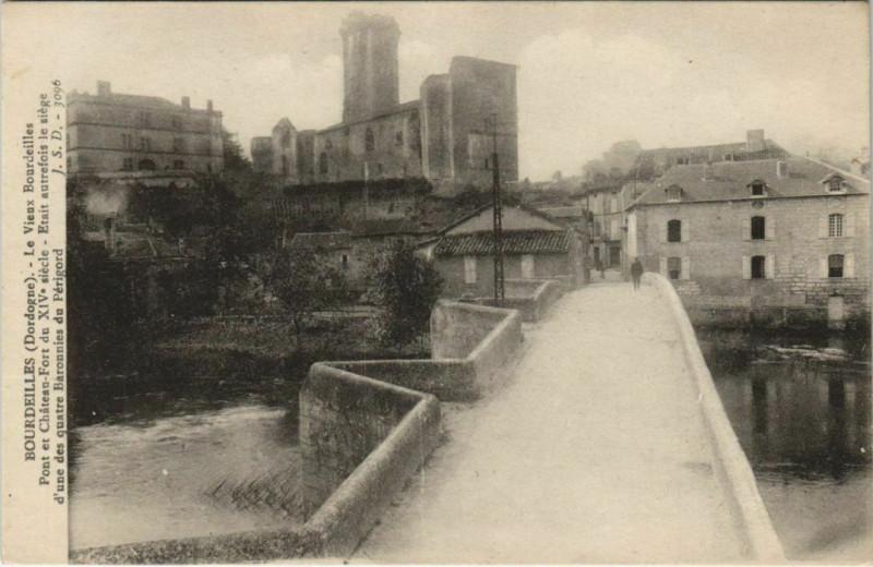 Carte postale ancienne Bourdeilles - Pont et Chateau-Fort à Bourdeilles