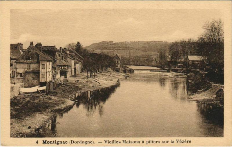 Carte postale ancienne Montignac - Vieilles Maisons a Piliers sur la Vezere à Montignac