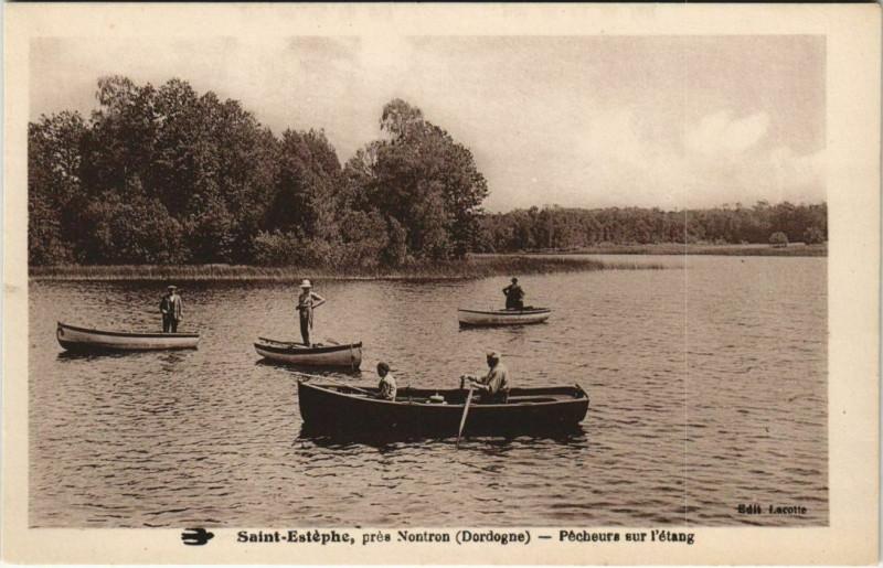 Carte postale ancienne Saint-Estephe - Pres Nontron - Pecheurs sur l'Etang à Saint-Estèphe