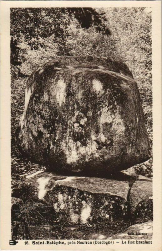 Carte postale ancienne Saint-Estephe - pres Nontron - Le Roc Branlant à Saint-Estèphe