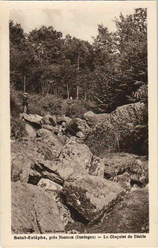 Carte postale ancienne Saint-Estephe - pres Nontron - Le Chapelet du Diable à Saint-Estèphe