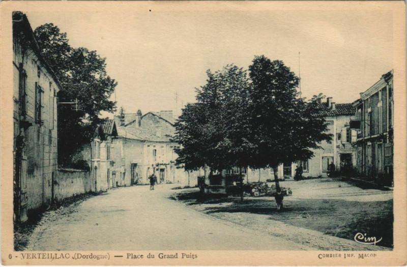 Carte postale ancienne Verteillac - Place du Grand Puits à Verteillac