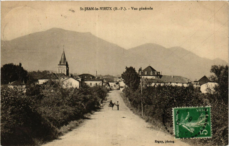 Carte postale ancienne Saint-Jean le Vieux Vue générale à Saint-Jean-le-Vieux
