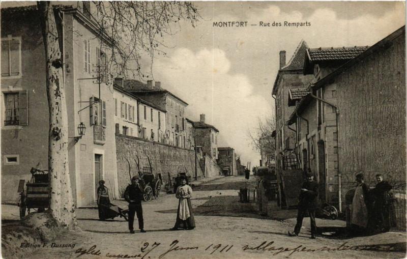 Carte postale ancienne Montfort - Rue des Remparts à Montfort