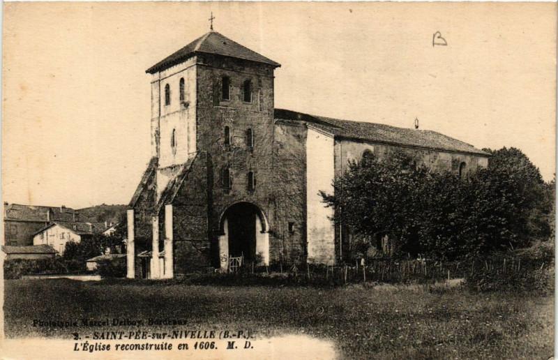 Carte postale ancienne Saint-Pée sur Nivelle-Eglise reconstruite en 1606 à Saint-Pée-sur-Nivelle