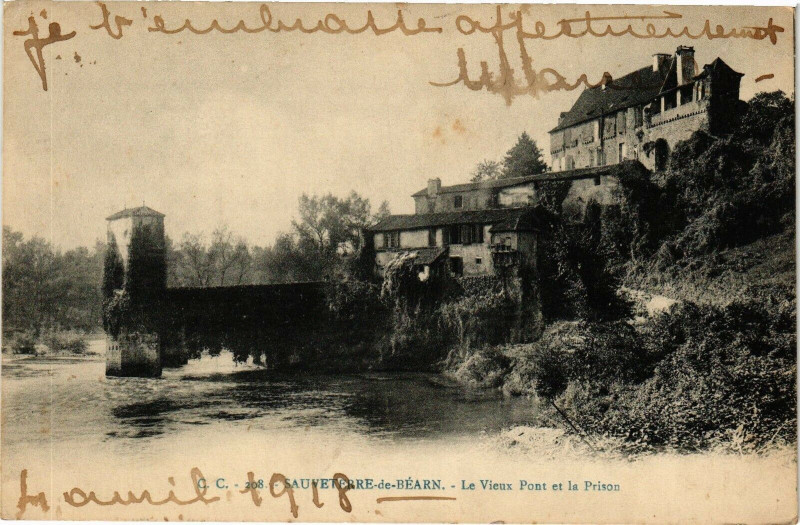 Carte postale ancienne Sauveterre-de-Bearn - Le Vieux Pont et le Prison à Sauveterre-de-Béarn