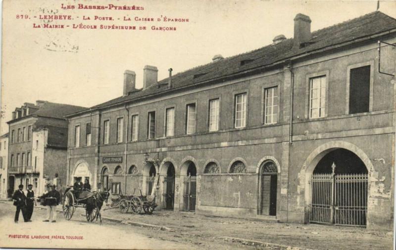 Carte postale ancienne Les Basses-Pyrenées Lembeye - La Porte La Caisse d'Eparone à Lembeye
