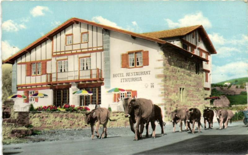 Carte postale ancienne Aynoa (Basses-Pyrenées) Logis Basque du 17.siecle classe par.... à Lasse