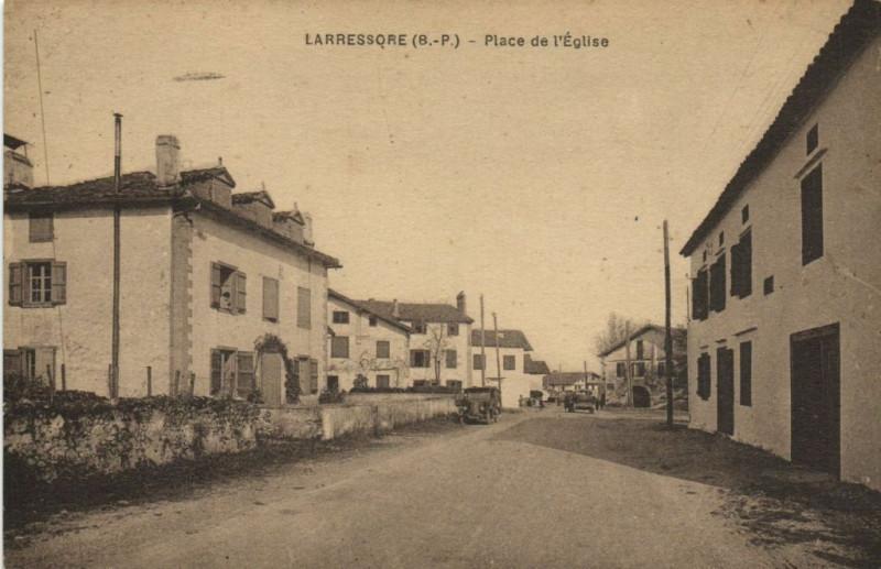 Carte postale ancienne Lassesque Place de l'Eglise à Lasse