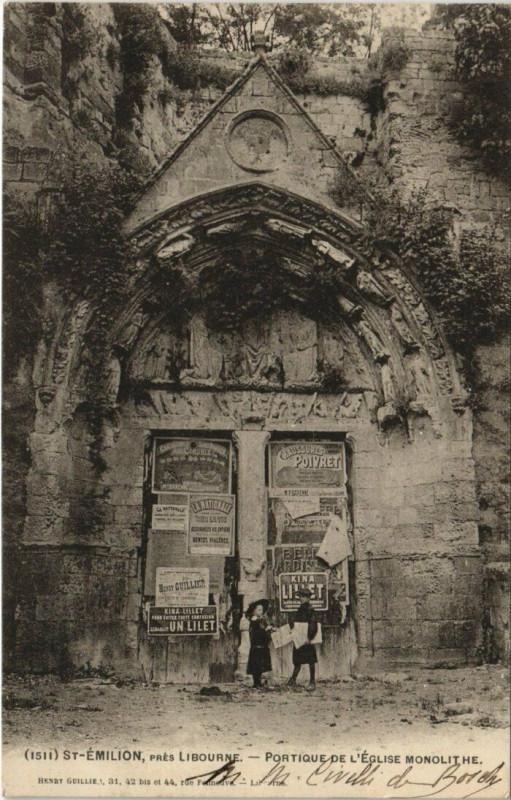 Carte postale ancienne Saint-Emilion pres Libourne - Portique de L'Eglise Monolithe à Saint-Émilion