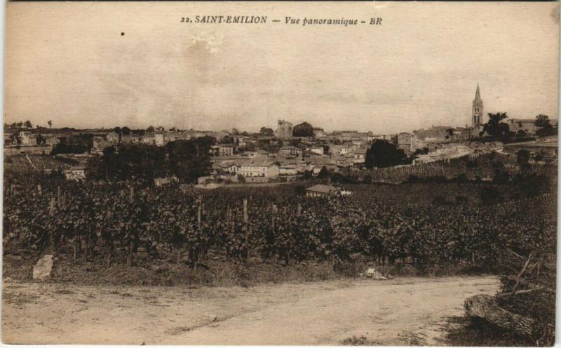 Carte postale ancienne Saint-Emilion - Vue panoramique à Saint-Émilion