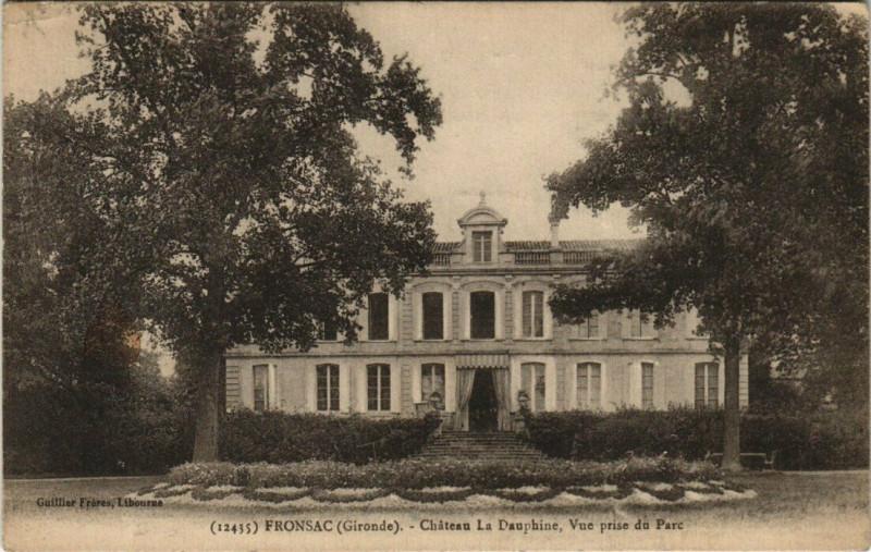 Carte postale ancienne Fronsac - Chateau La Dauphone Vue prise du Parc à Fronsac