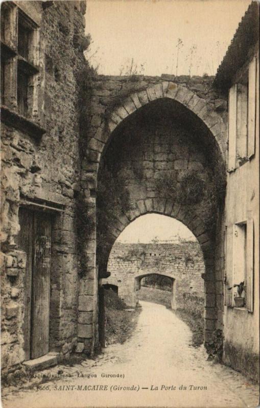 Carte postale ancienne Saint-Macaire-La Porte du Turon à Saint-Macaire