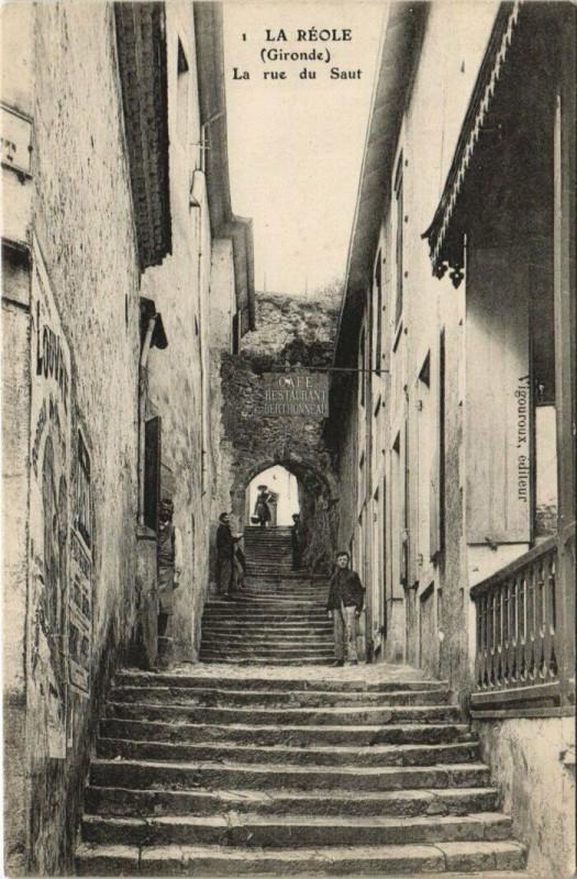 Carte postale ancienne La Reole-La rue du Saut à La Réole