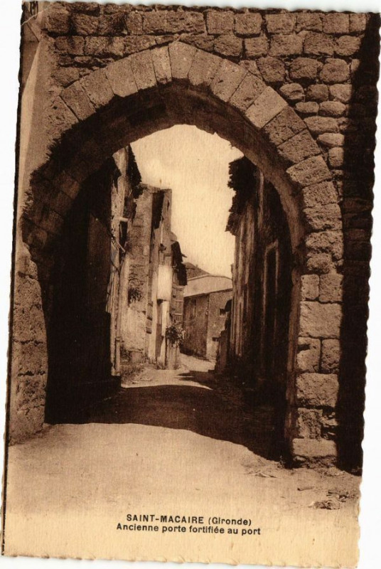 Carte postale ancienne Saint-Macaire (Gironde) - Ancienne porte fortifiée au port à Saint-Macaire