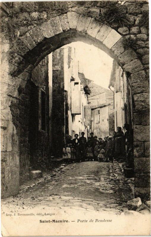 Carte postale ancienne Saint-Macaire - Porte de rendesse à Saint-Macaire