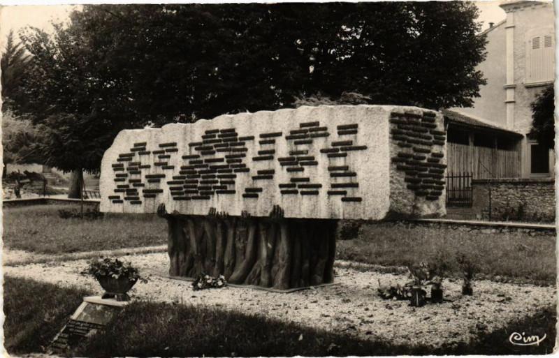 Carte postale ancienne Lacapelle-Biron - Le Monument Départemental des Deportes à Lacapelle-Biron