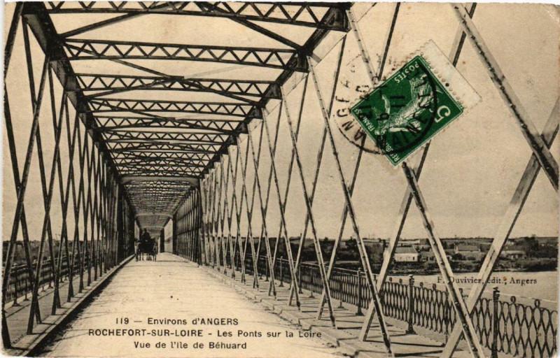Carte postale ancienne Rochefort-sur-Loire Les Ponts sur la Loire Vue de l'Ile de Behuard à Rochefort-sur-Loire