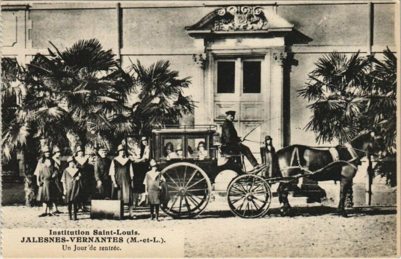Carte postale ancienne Institution Saint-Louis - Jalesnes Vernantes - Un Jour de rentrec à Vernantes