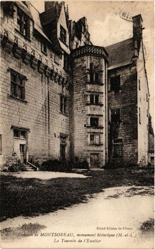 Carte postale ancienne Chateau Montsoreau monument historique La Tourelle de L'Escalier à Montsoreau