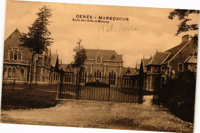 Carte postale ancienne Denee - Maredsous - Ecole des Arts et Metiers à Denée