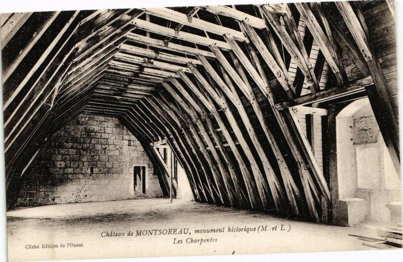 Carte postale ancienne Chateau de Montsoreau monument historique Les Charpentes à Montsoreau