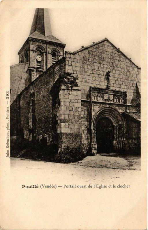 Carte postale ancienne Pouille - Portail ouest de Eglise et le Clocher à Pouillé
