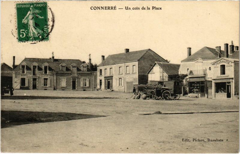 Carte postale ancienne Connerre - Un coin de la Place à Connerré