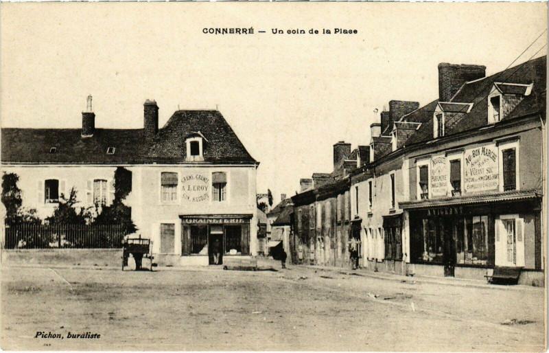 Carte postale ancienne Connerre - Un coin de la Plaece à Connerré