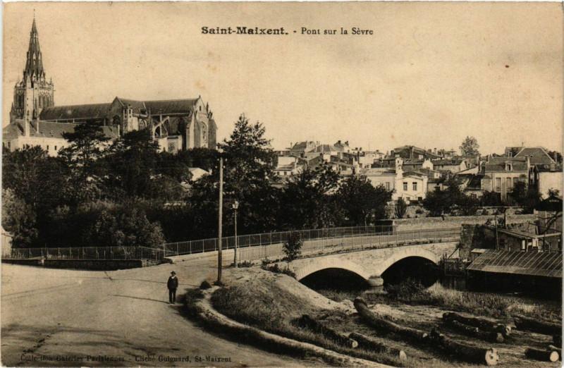 Carte postale ancienne Pont sur la Sèvre à Saint-Maixent-l'École