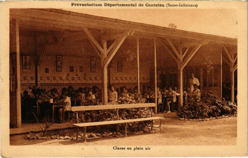Carte postale ancienne Preventorium Departemental de Canteleu - Classe en plein air à Canteleu