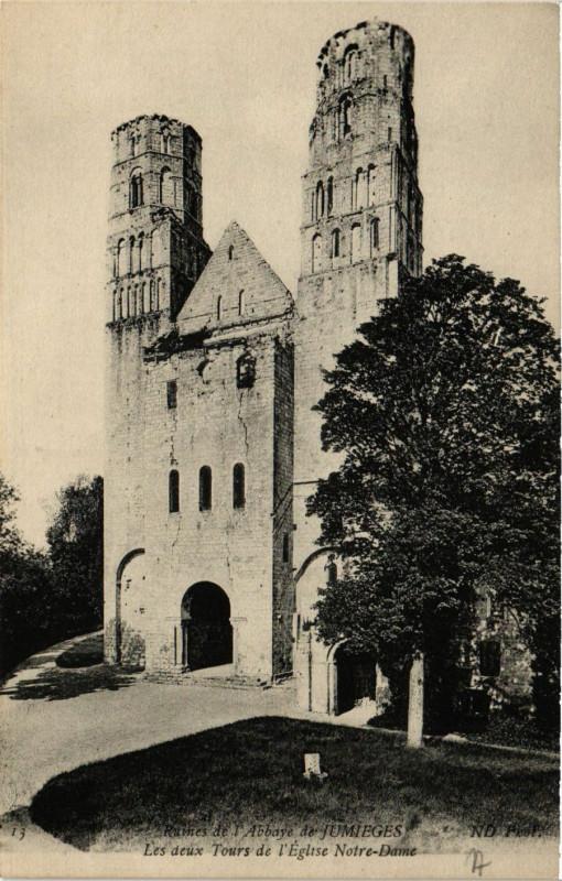Carte postale ancienne Ruines de l'Abbaye de Jumieges Les deux Tours de l'Eglise N D. à Jumièges