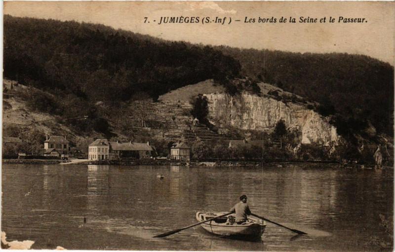 Carte postale ancienne Jumieges-Les bords de la Seine et le Passeur à Jumièges