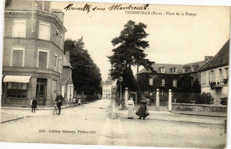 Carte postale ancienne Thiberville - Place de la Pompe à Thiberville