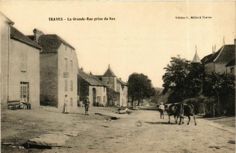 Carte postale ancienne Traves La Grande Rue prise du bas à Traves