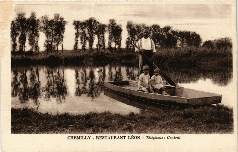 Carte postale ancienne Chemilly - Restaurant Leon - Telephone Central à Chemilly