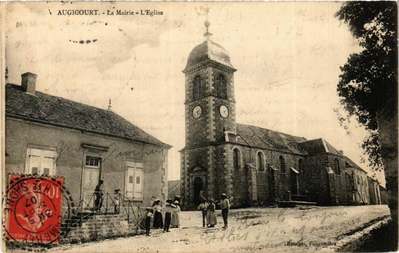 Carte postale ancienne Augicourt - La Mairrie - L'Eglise à Augicourt