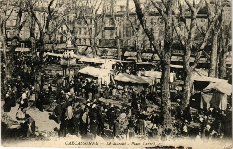 Carte postale ancienne Le Marché - Place Carnot à Carcassonne