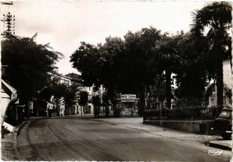 Carte postale ancienne Gignac (Hérault) - L'Esplanade et Place de la Victoire à Gignac