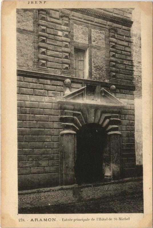 Carte postale ancienne Aramon - Entrée Principale ded l'Hotel Saint-Michel à Aramon