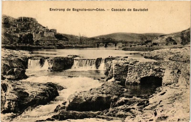 Carte postale ancienne Environs de Bagnols-sur-Ceze - Cascade de Sautadet à Bagnols-sur-Cèze