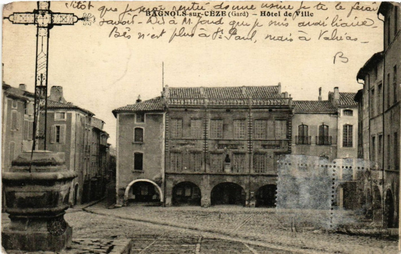 Carte postale ancienne Bagnols-sur-Ceze - Hotel de Ville à Bagnols-sur-Cèze