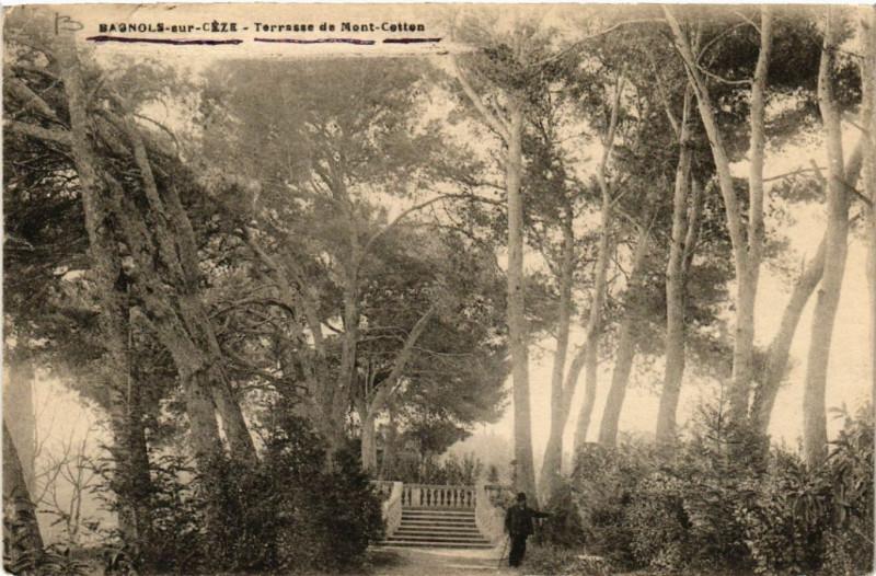 Carte postale ancienne Bagnols-sur-Ceze - Terrasse de Mont-Cotton à Bagnols-sur-Cèze