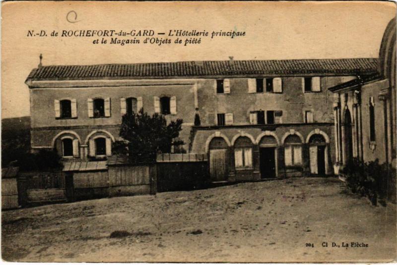 Carte postale ancienne N.-D. de Rochefort-du-Gard - L'Hotellerie principale et le . à Rochefort-du-Gard